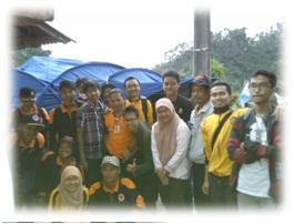 FOTO: Tim Ekspedisi bantuan longsor Cililin FEB Unpad bersama relawan Badan Penanggulangan Bencana Daerah unit Bandung di posko BPBD