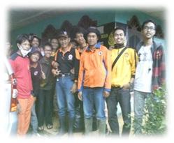 FOTO: Tim Ekspedisi bantuan longsor Cililin FEB Unpad bersama relawan Badan Penanggulangan Bencana Daerah unit Bandung