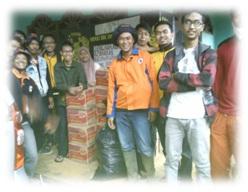 FOTO: Foto bersama relawan BPBD dan warga sekitar